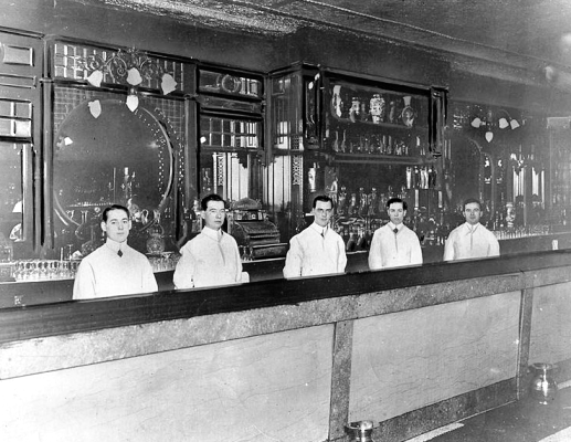 Bartender in Toronto 1911