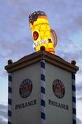 hell erleuchtet thront der neue Paulaner Krug vom Winzerer FŠndl Ÿber  dem Abendhimmel Copyright by : sampics PhotographieBierbaumstrasse 681243 MŸnchenTEL.: ++49/89/82908620 , FAX : ++49/89/82908621 , E-mail : sampics@t-online.deBankverbindung : Hypovereinsbank MŸnchen  Konto : 1640175229 , BLZ 70020270weitere Motive finden sie unter :  www.augenklick.de