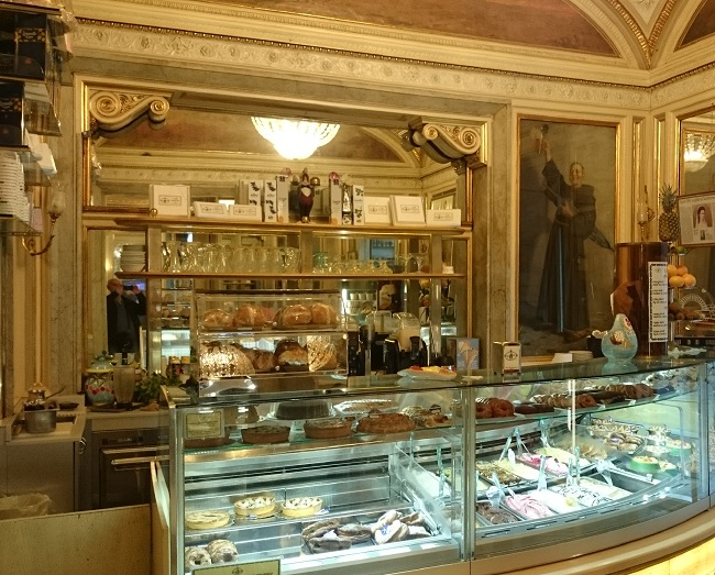 Caff gambrinus napoli for Arredo bar napoli