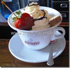 Cioccolata con Panna e fragola