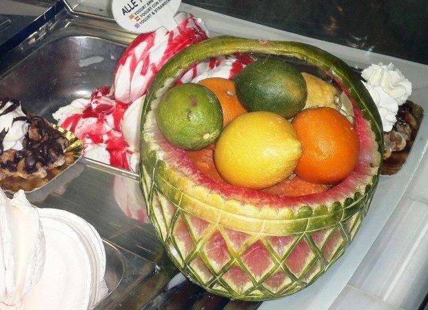 Fruit Carving Cestino tra gelati