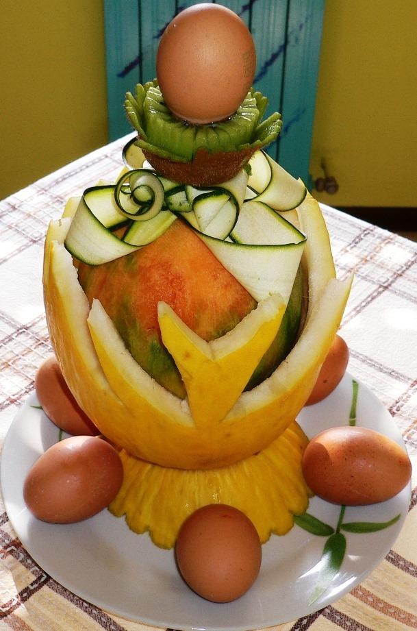 Fruit Carving UOVO di PASQUA stilizzato