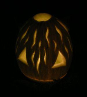 Gatto Halloween dietro buio.jpg