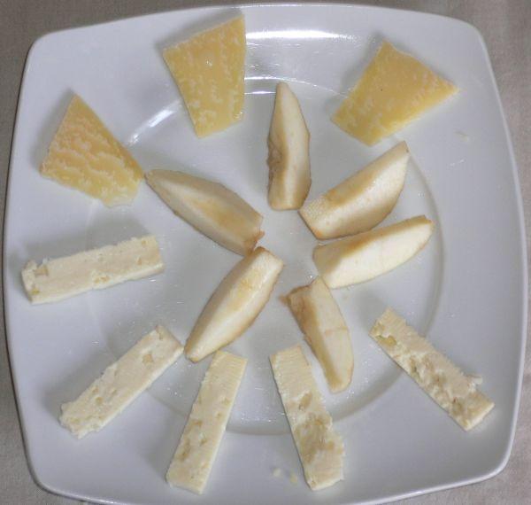 Piatto formaggi e pere 004.jpg