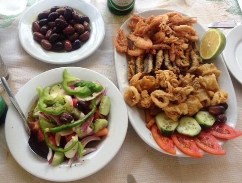 Piatto Fritto Pesce, insalata e olive