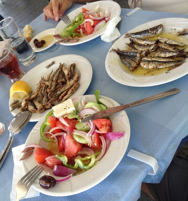 Stuzzicare insalata e pesciolini r