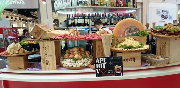 Stuzzichini Aperitivo in centro commerciale1.r