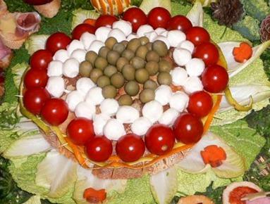 Stuzzichino centrino pomodorini, mozzarelline, olive