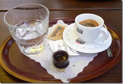 Caffè Servizio con cioccolatino ripieno liquore