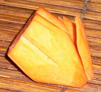 carving piatto fiori carota come fare 1.jpg