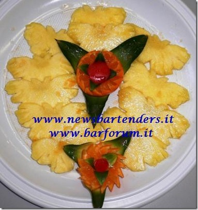 Fruit Carving Ananas a farfalle