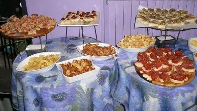 Elenco di stuzzichini per il momento aperitivo - Piatti di frutta decorati ...