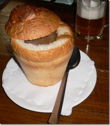Zuppa di Cipolle nel pane